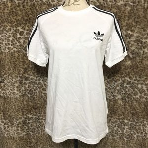 ADIDAS S/S GRAPHIC T-SHIRT W/ 3 STRIPES ON SLEEVE